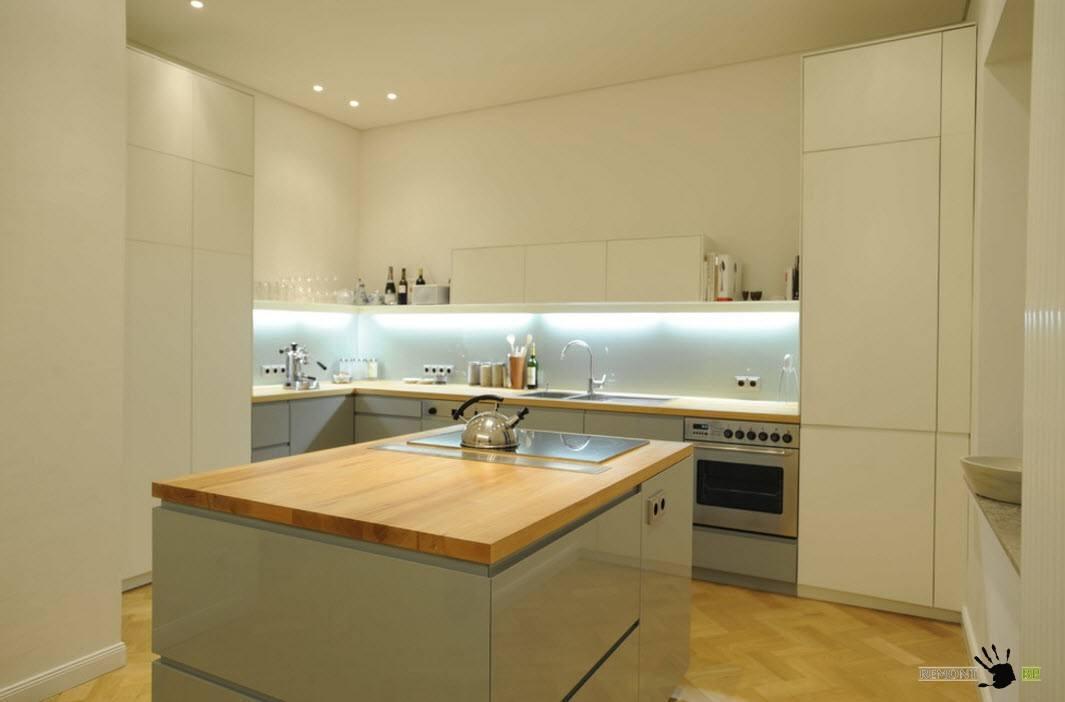 Г-образная компоновка с кухонным островом