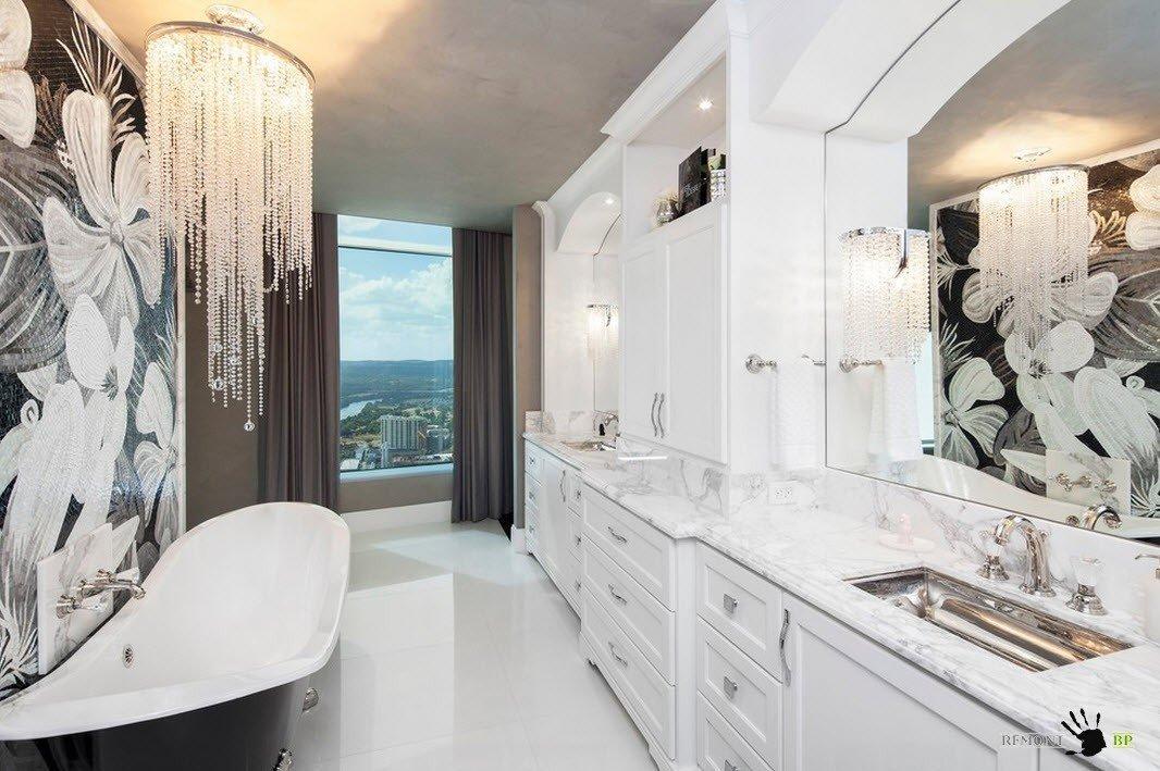 Люстра над ванной