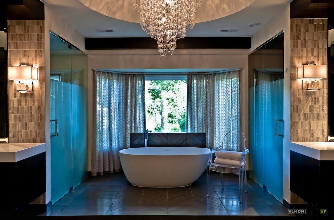 Люстра для большой ванной комнаты