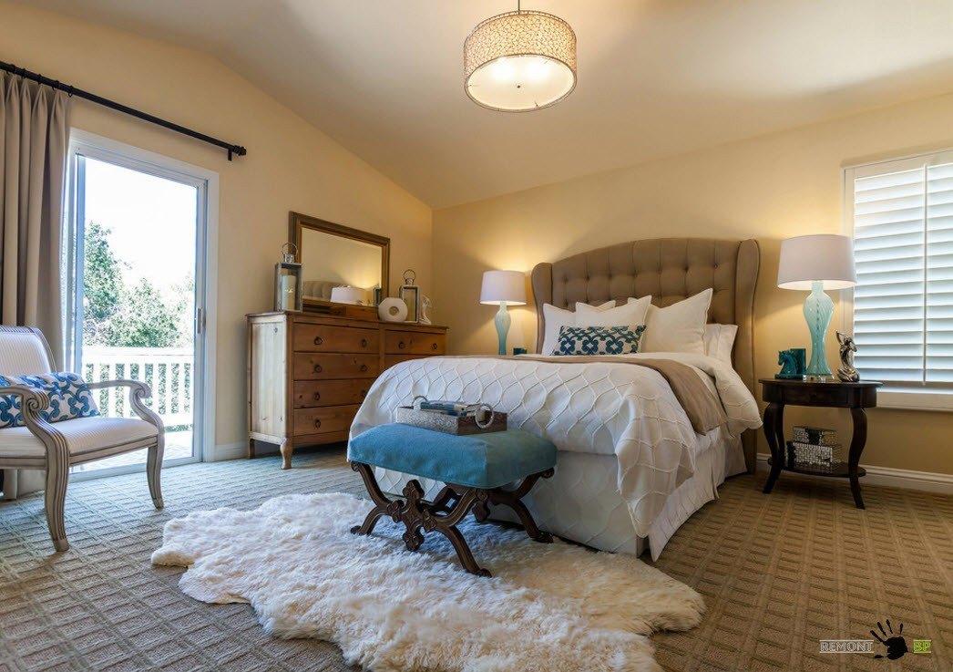 Сочетание ковров в спальне