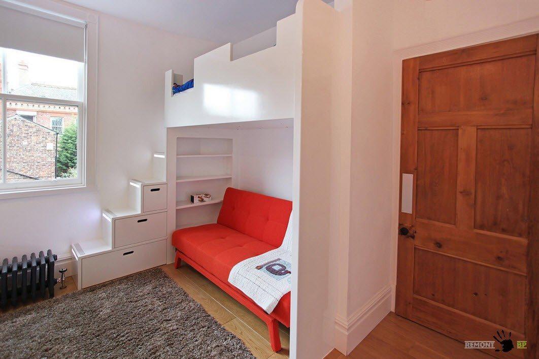 Кровать-чердак с диванчиком в нижней части