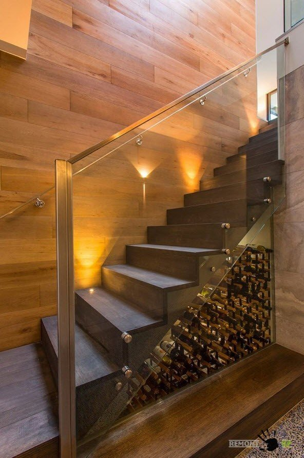Винный шкаф под лестницей