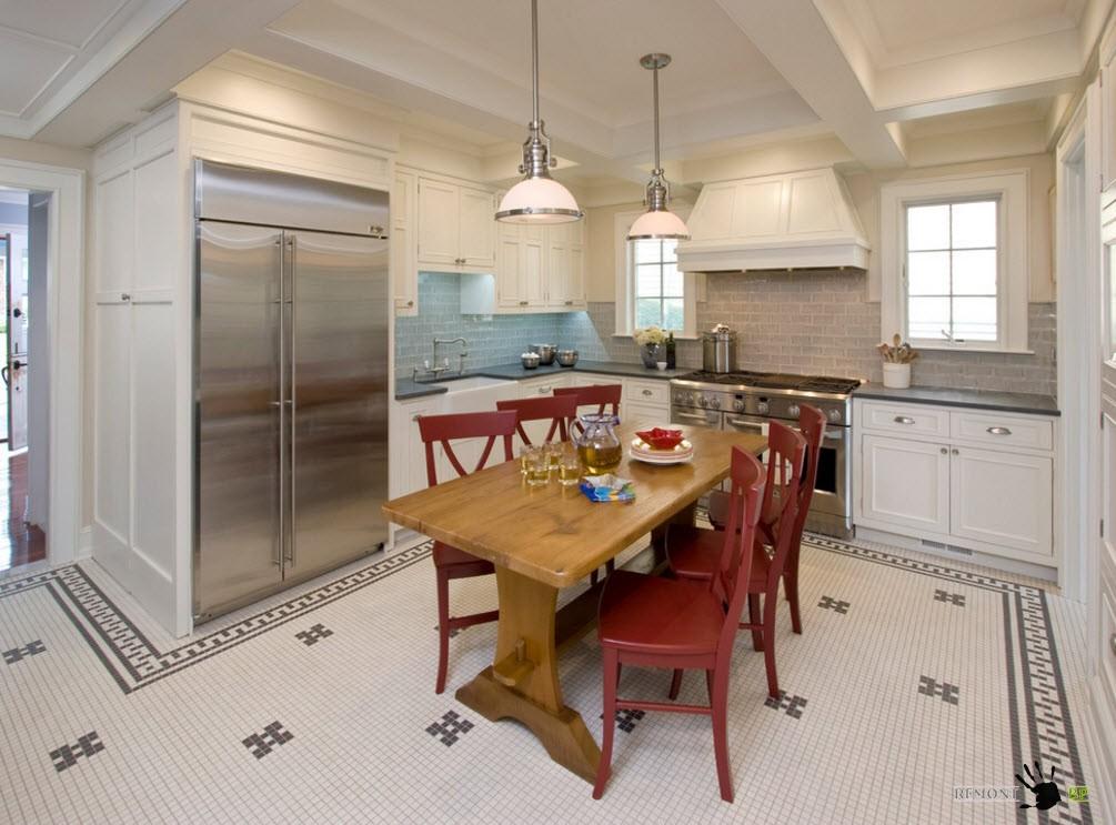 Мозаика на полу кухонного помещения