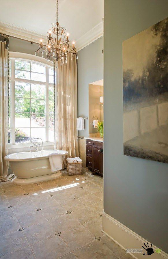 Люстра для ванной с большим окном
