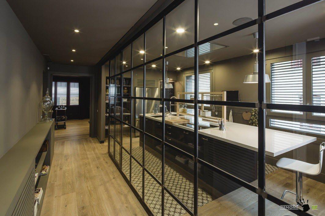 Ламинат и плитка на полу кухни