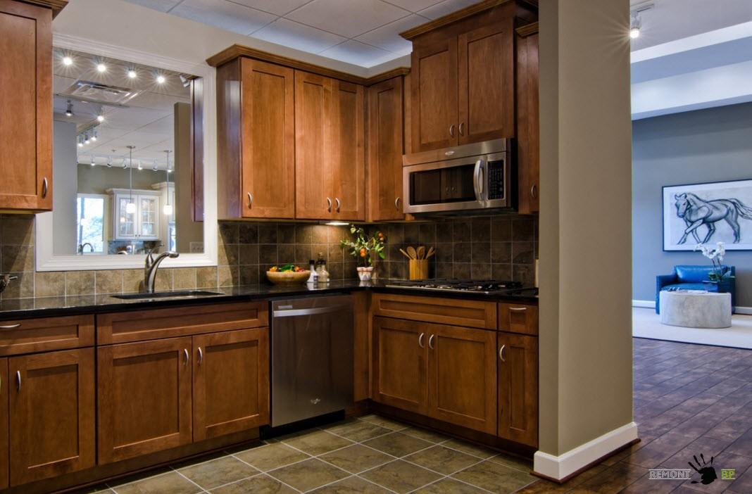Плитка на полу и кухонном фартуке