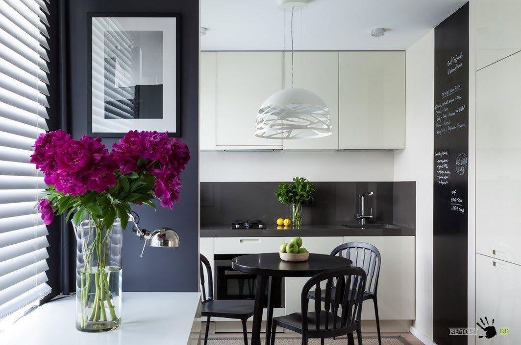 Черно-белый дизайн для небольшого помещения