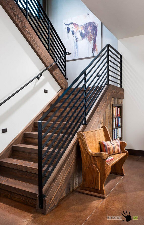 Книжный стеллаж под лестницей