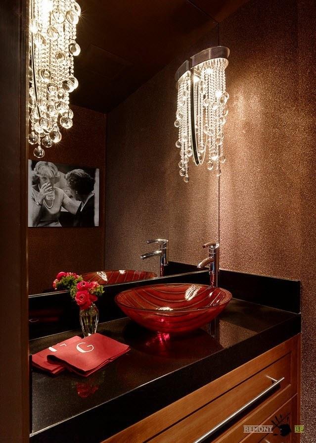 Прозрачный декор для темной ванной