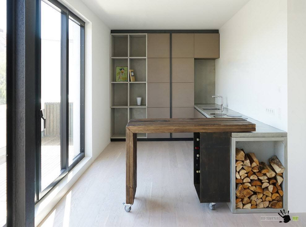 Необычный гарнитур для средней по размерам кухни