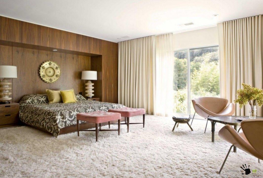 Пушистый ковер для большой спальни