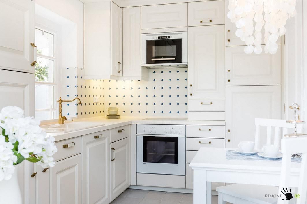 Описание: Белоснежная мебель для кухни