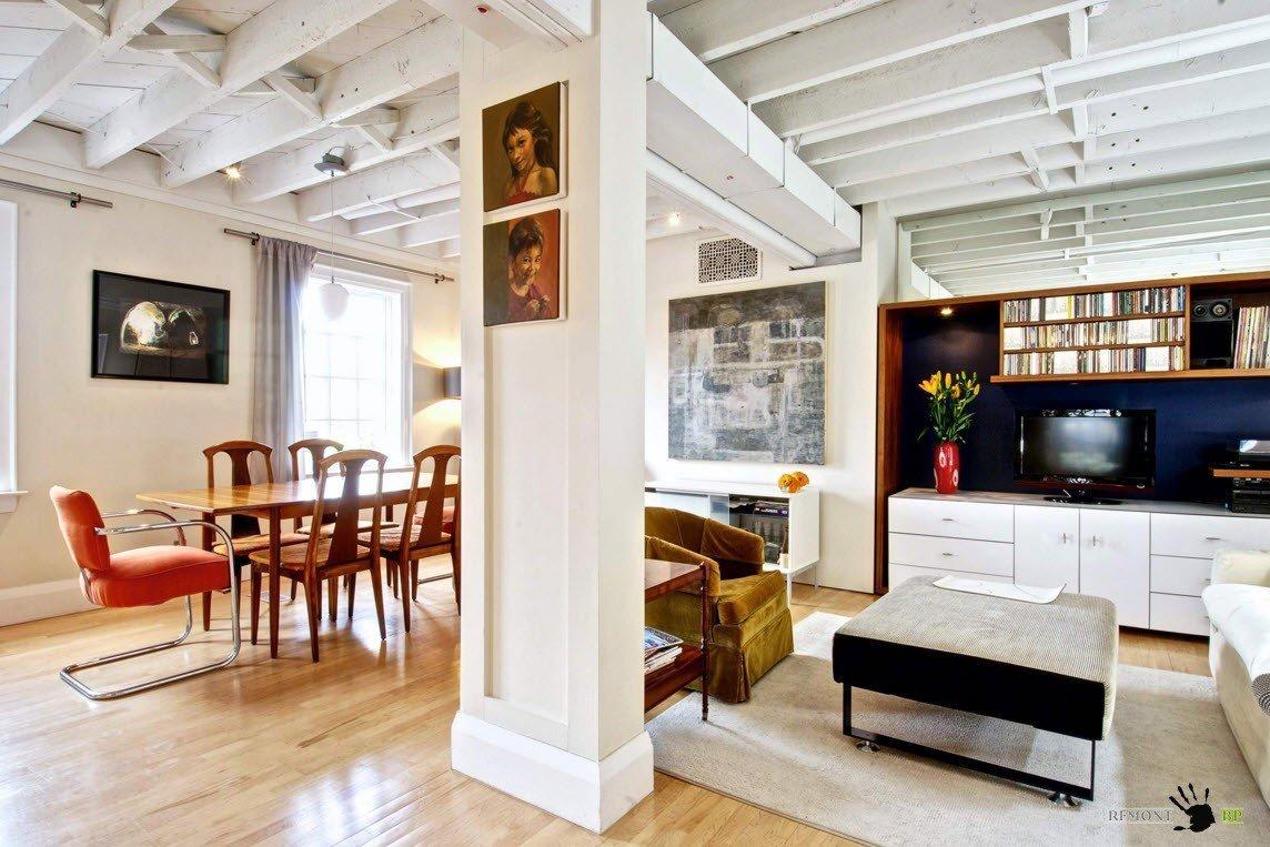 Потолок с деревянной окрашенной отделкой