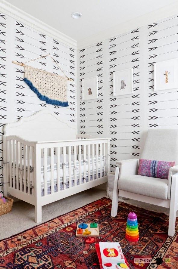 Кресло для родителей возле кроватки