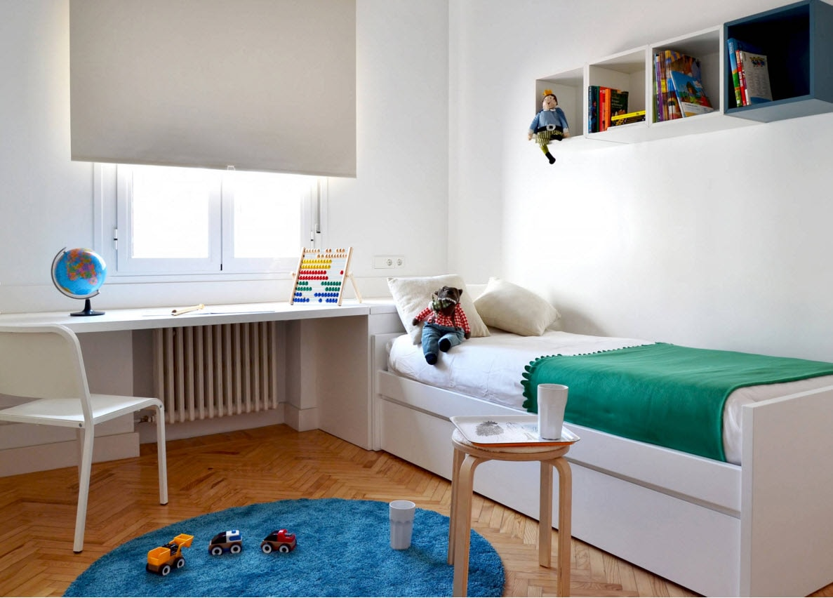 Мебель вдоль стен