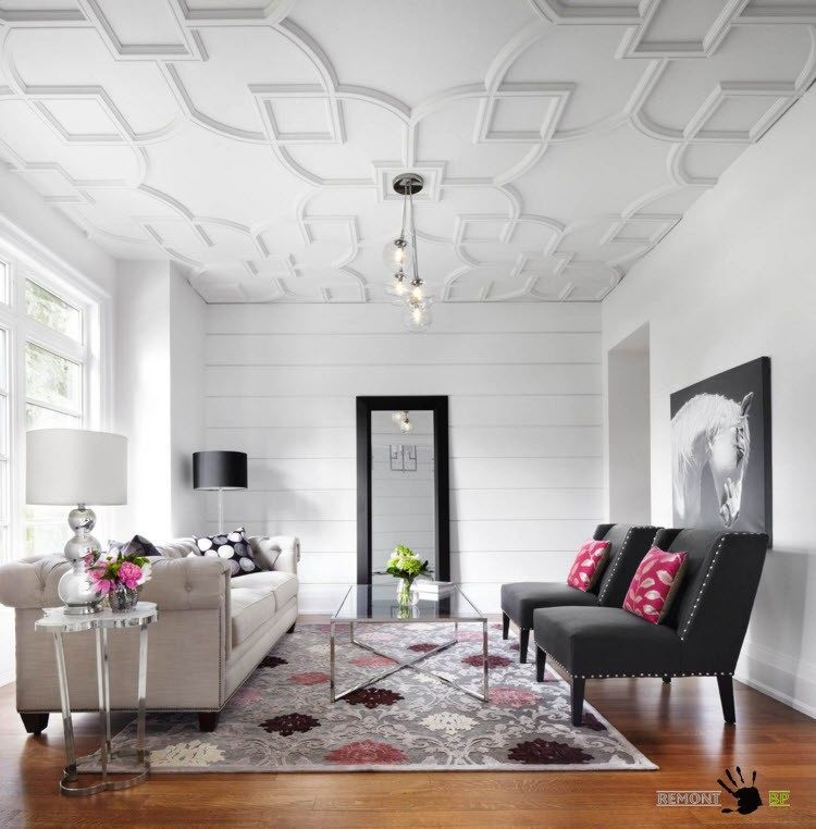 Рельефный потолок в белом исполнении