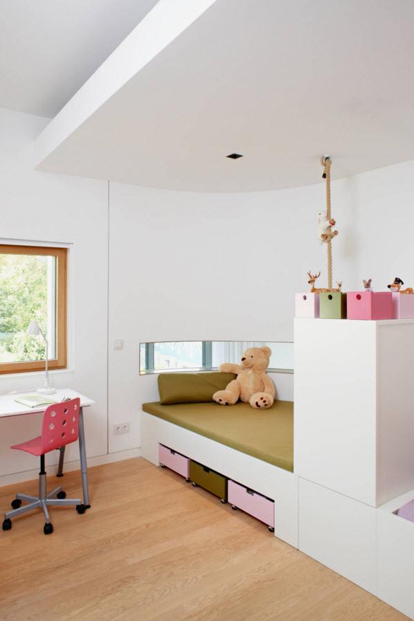 Белые поверхности в детской комнате