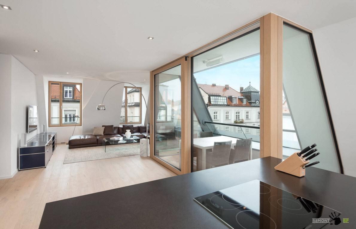 Столовая за стеклом в гостиной