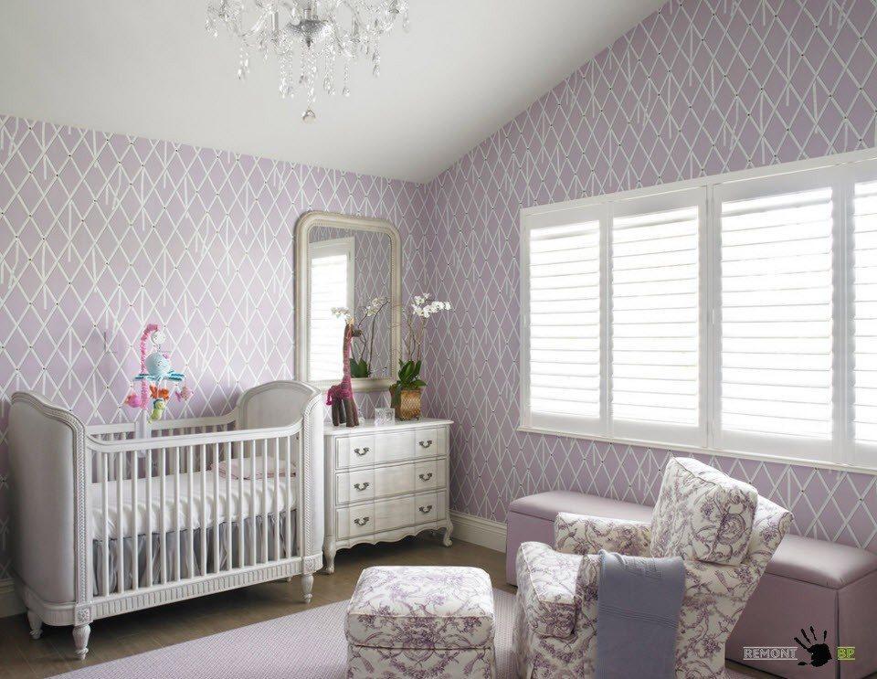 Мягкая мебель для родителей в комнате младенца