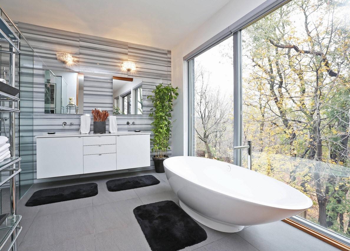 Ванная с огромными окнами