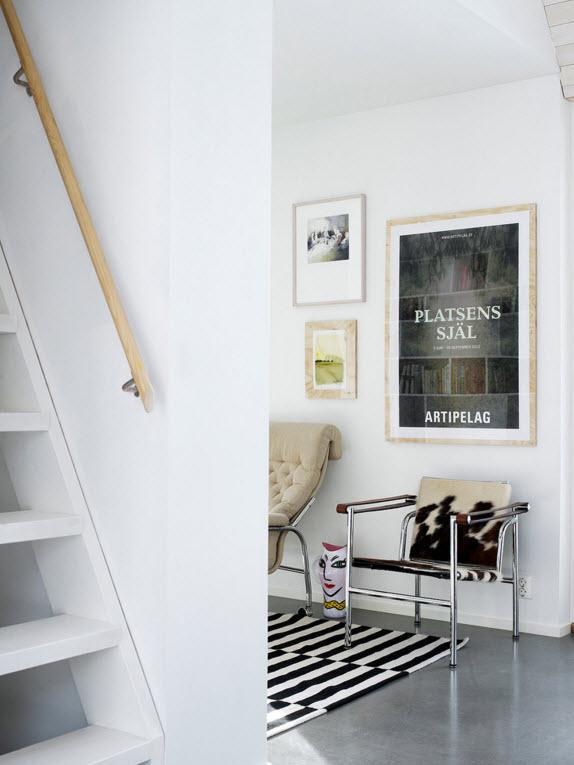 Лестница к мансардным помещениям
