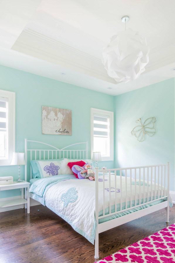 Нежно-голубой на стенах детской