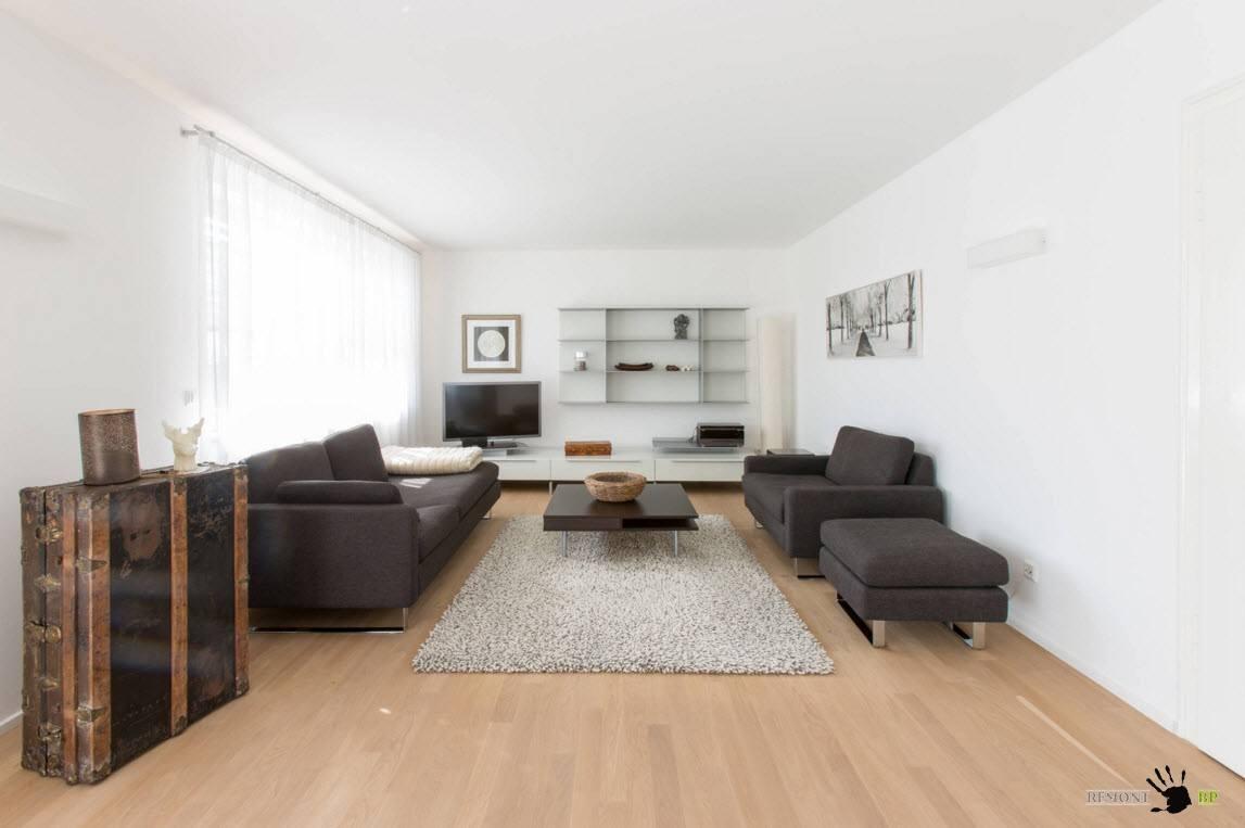 Белая гостиная с серыми пятнами