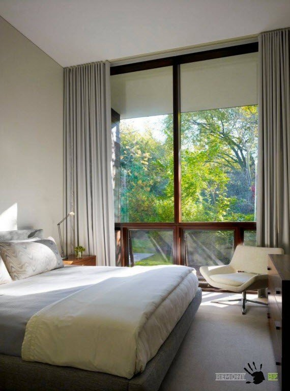 Окно в спальне без гардин