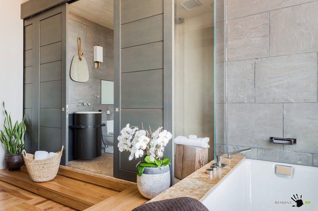 Просторная ванная комната с функциональными зонами