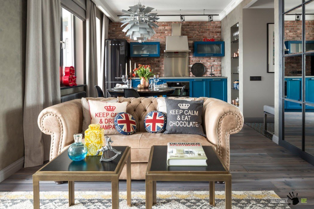 Эклектичный интерьер современной гостиной-кухни-столовой