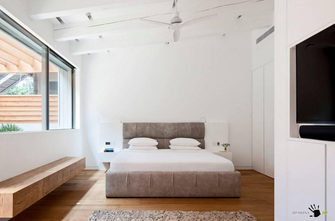 Белоснежные потолочные балки в спальне