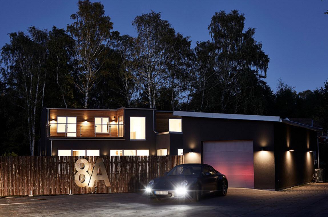 Шведский загородный дом в ночи