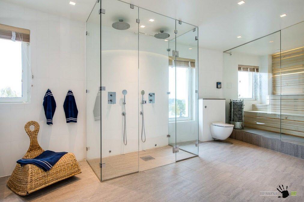 Парилка в просторной ванной комнате