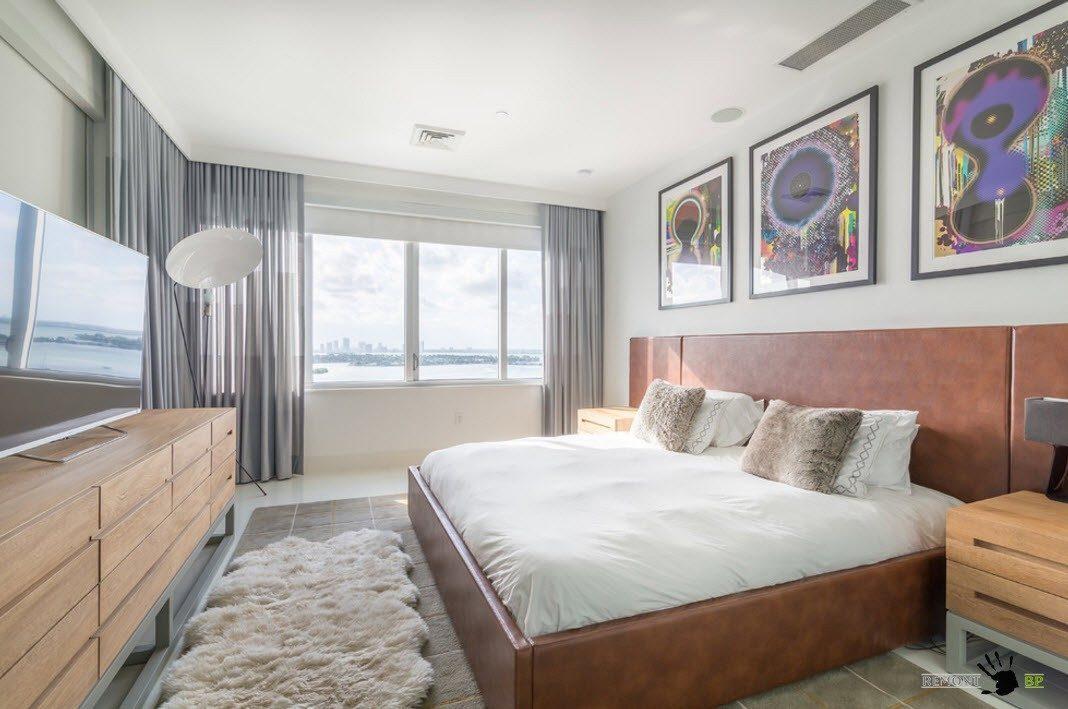 Кровать с кожаной обивкой