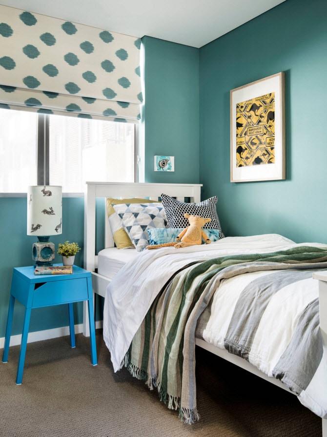 Небольшая комната в голубых тонах