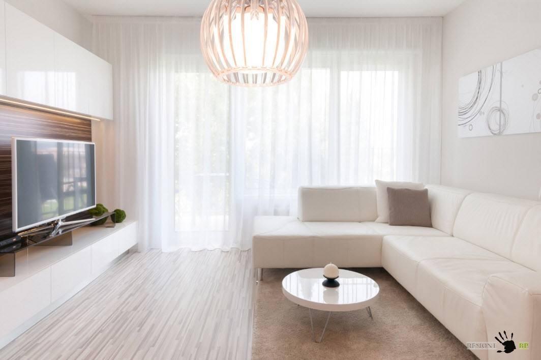 Белоснежный диван для гостиной