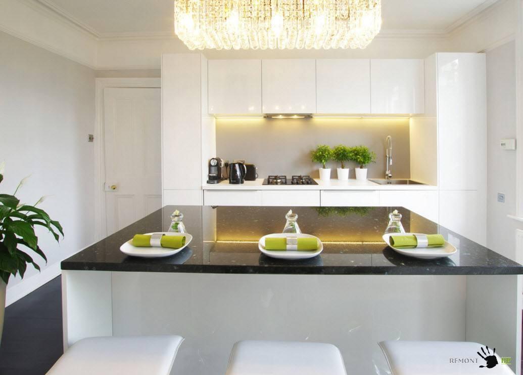Белоснежный кухонный гарнитур и отделка