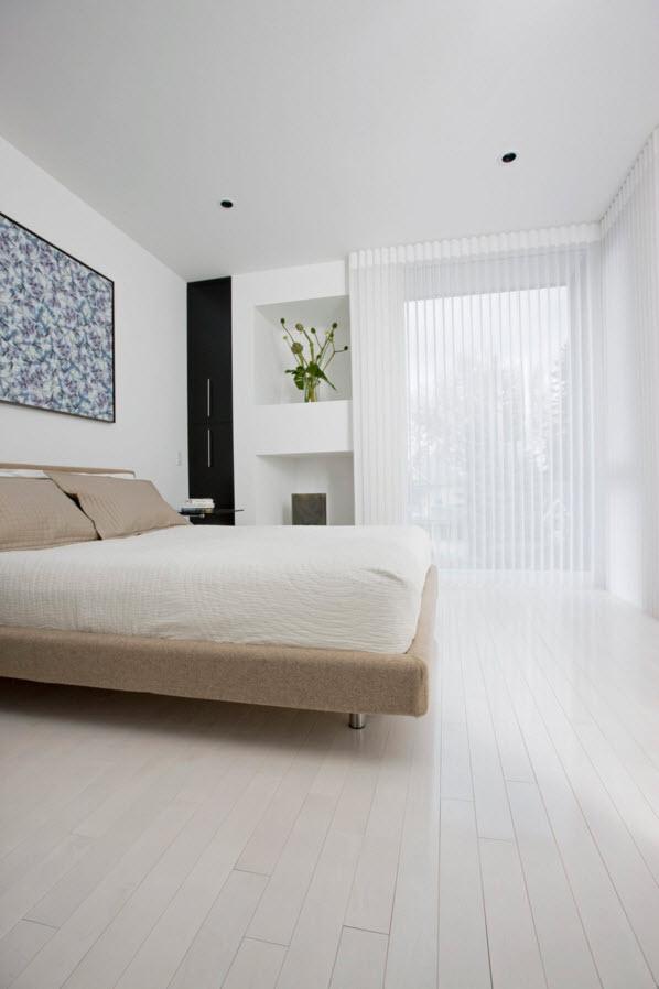 Белоснежная спальня с панорамным окном