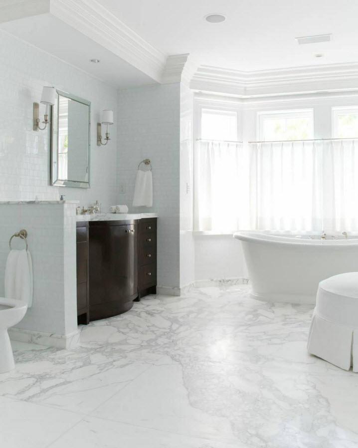 Красивое напольное покрытие в ванной
