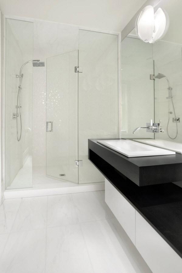 Контраст темного и светлого в ванной