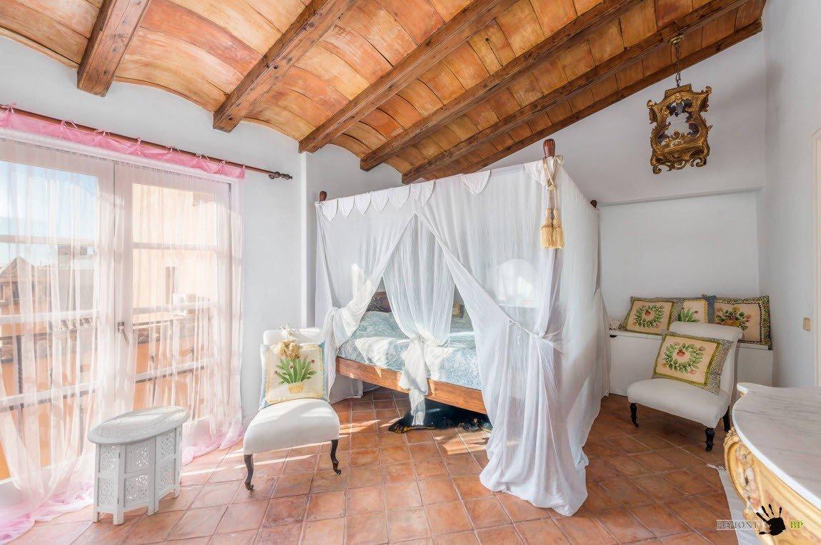 Кровать с балдахином и текстиль