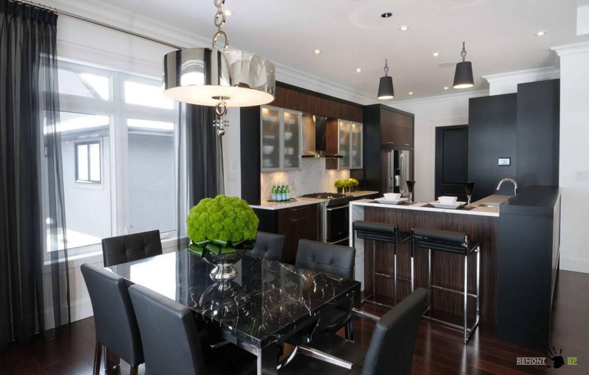Кухня-столовая с черной мебелью