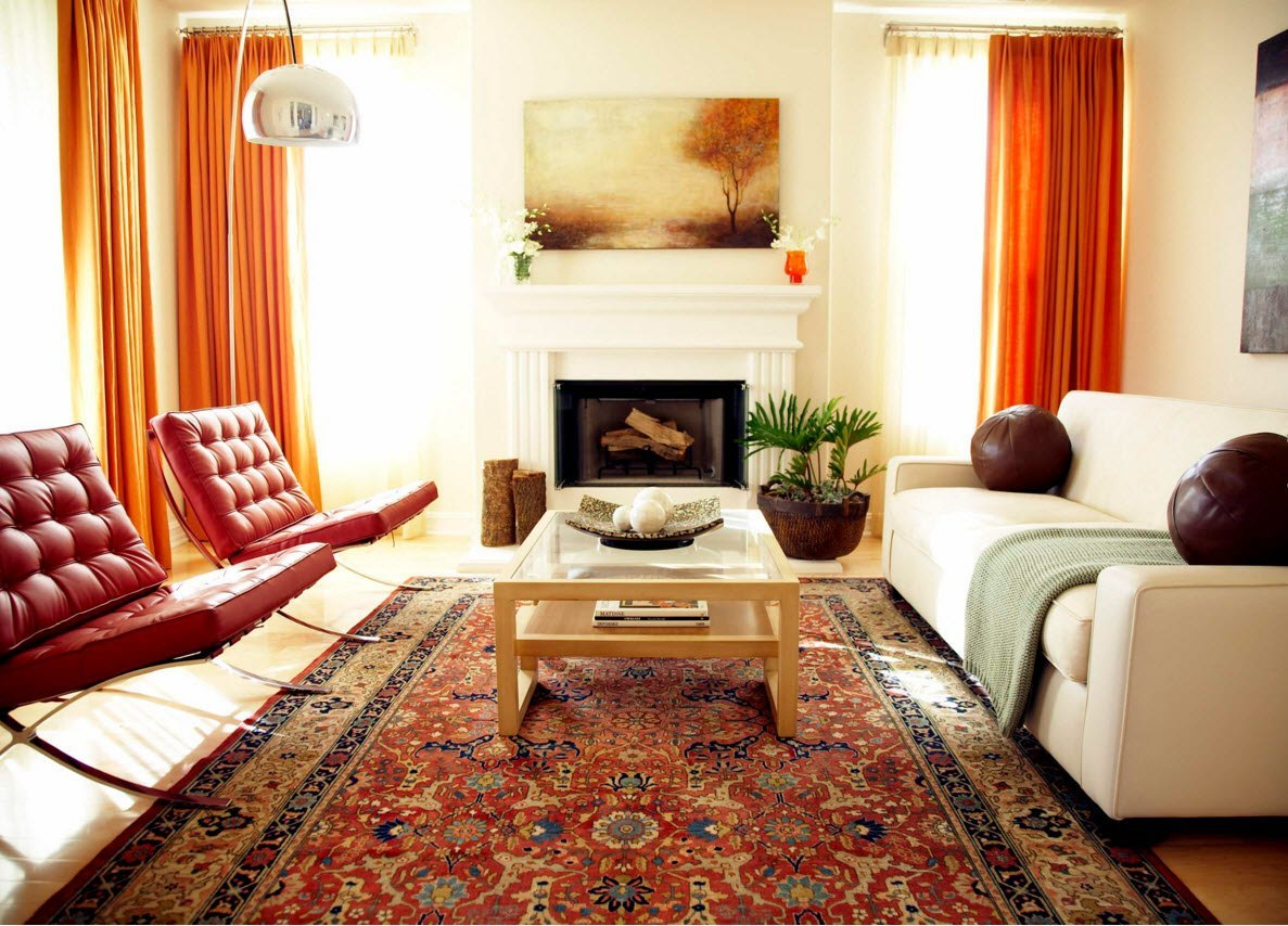 Апельсиновые шторы для гостиной с камином