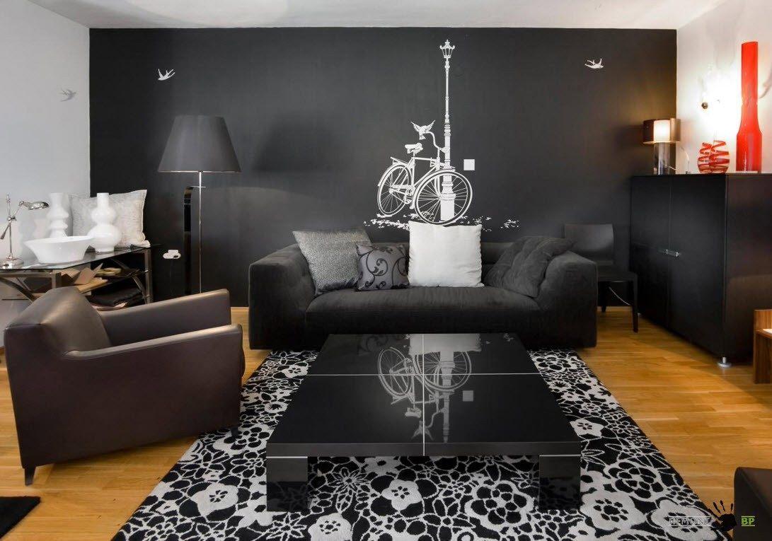 Черная мебель на темном фоне
