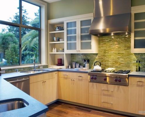 Кафель зеленого цвета на кухне