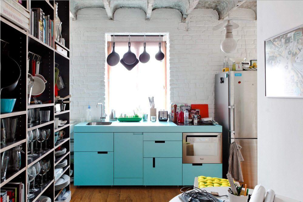 Огромный стеллаж для кухонной утвари
