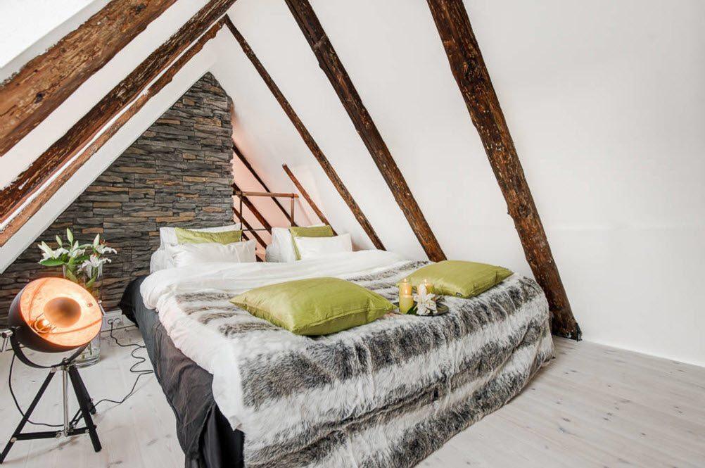 Спальня с минималистской обстановкой