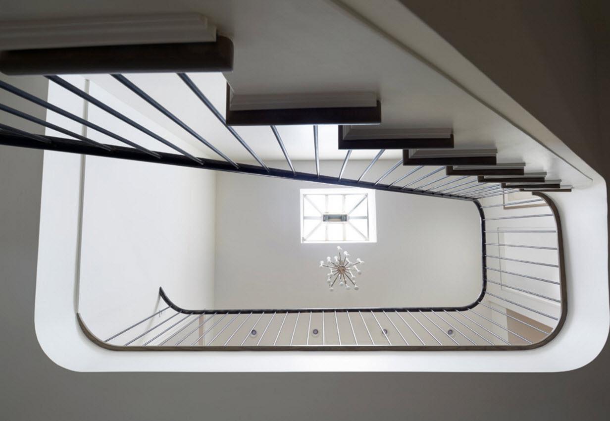 Лестница, вид снизу