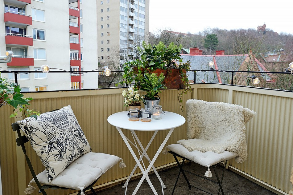 Садовая мебель на балконе