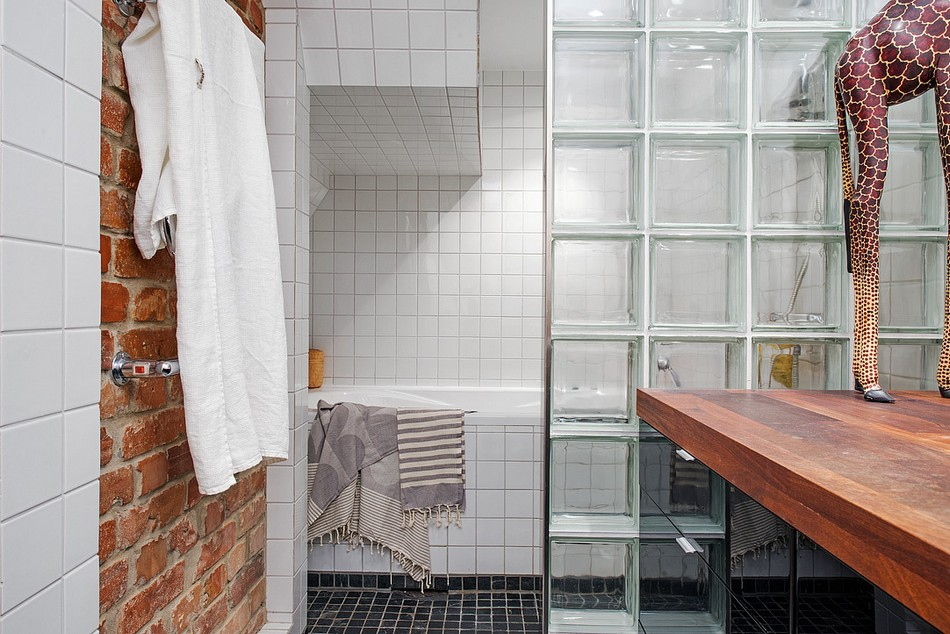 Контрастные сочетания в отделке ванной